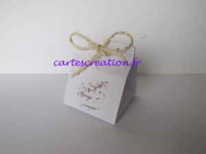 Bonbonnière de dragées blanche, thème nature, fleur rose, cordon naturel, baptême fille, - cartescreation.fr